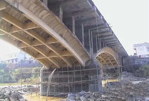 桥梁体外预应力钢索加固